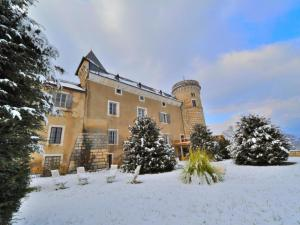 Chateau, exterior.