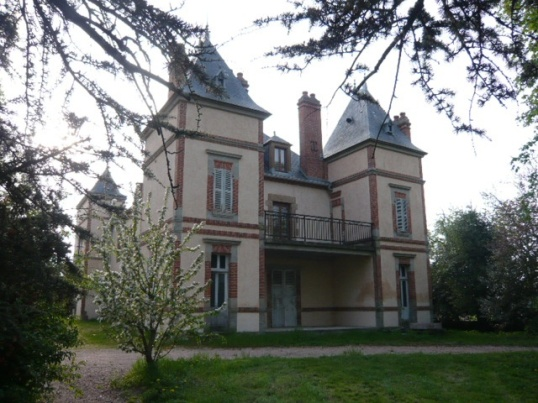 Chateau near Vichy, maisons-et-chateaux.com