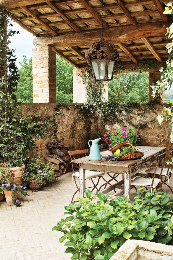 Another example of effortless Italian style, from Domaine Home.