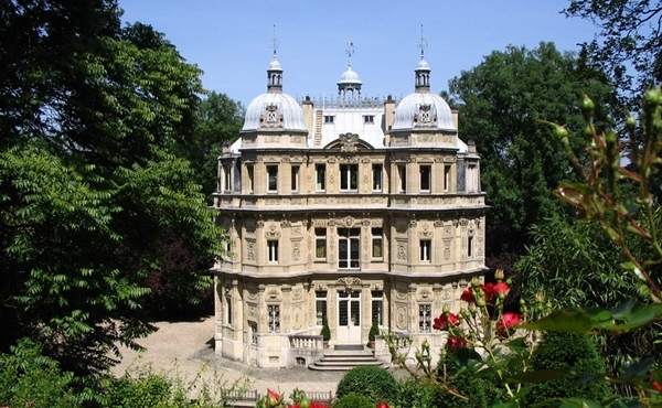 However, Alexandre Dumas' Chateau de Monte-Cristo in Yvelines shows just how much of a bestseller he really was. From lesitedelhistoire.blogspot.com