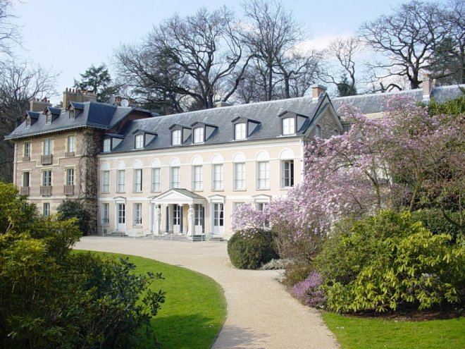 Clearly, if you are a politician as well as a writer, and inherit money from the Tsarina, like Chateaubriand did, your house is outstanding. From artslettres.ning.com