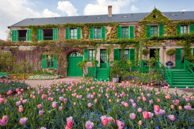 And how can one ever forget Monet's house and garden? From cape-tourisme.fr