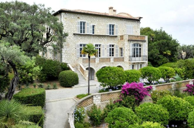 Renoir's home in the south of France. From cagnes-tourisme.com