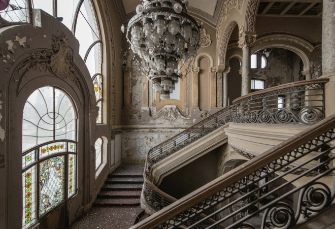 The grand staircase of the Constanta casino, from messynessychic.com
