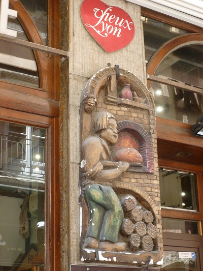 Popping into the boulangerie for a croissant (old shop sign in the Old Town).