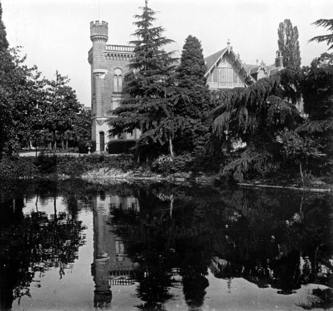 Franco-Romanian writer Anne de Noailles spent a part of each year in Evian, where she ran a salon popular with all the great French writers of the period. Although a street and a secondary school in Evian now bear her name, the villa itself no longer exists.