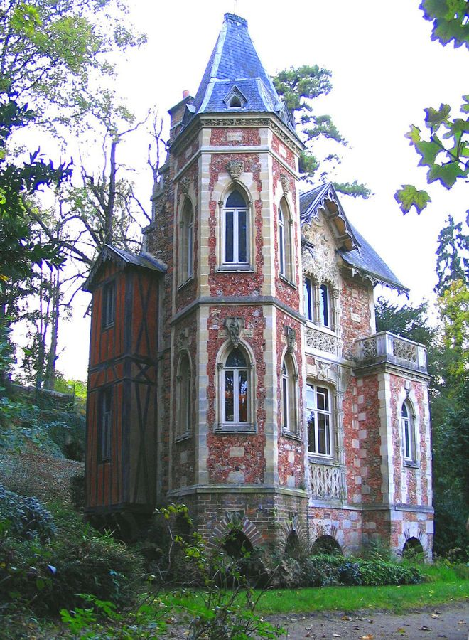 Surrounded by its own little moat, the Chateau d'If writing studio was another typical Dumas extravaganza. in 1969 the house was scheduled for demolition and a large housing development was going to take its place. However, the local villages and an 'Alexandre Dumas Friends Association' managed to band together and save it.