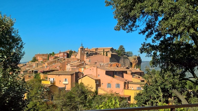Like all villages in the area, Roussillon was built on a hill, with a view of potential marauding hordes.