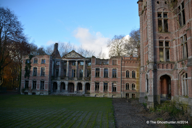 Back in Europe, Kasteel van Mesen in Belgium is reported to harbour ghosts. From Ghosthunter.nl