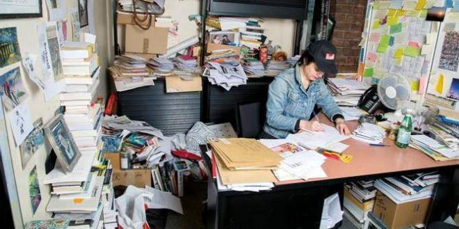 Amelie Nothomb doesn't seem to mind the chaos: she reliably produces one book per year. From Lalibre.be