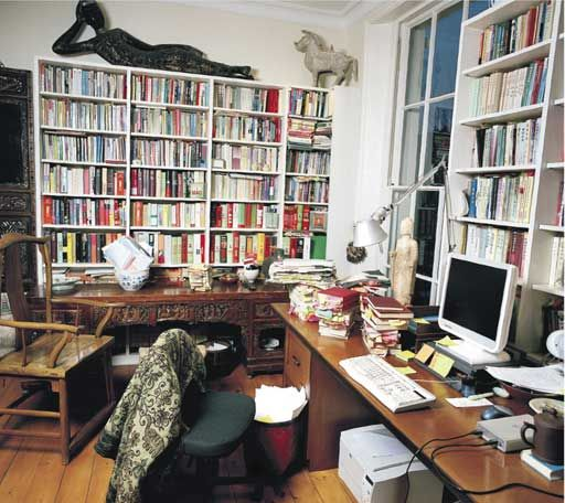 Jung Chang likes to surround herself with treasured mementoes, from Pinterest.