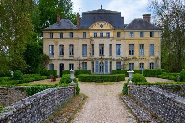 Chateau owned by Catherine Deneuve, from Le Matin.