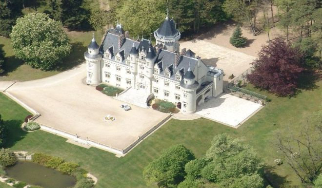 Another beauty near Poitiers, from Le Figaro property section.
